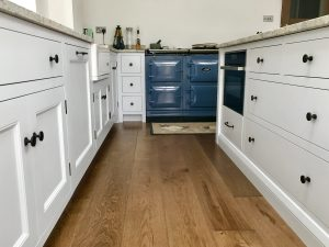 Space in an L-shaped kitchen is maximised