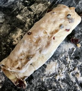 Fold and press the Stollen